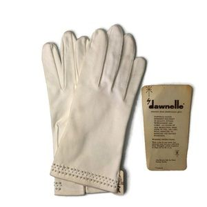 Vintage Dawnelle off-white pearled occasion gloves
